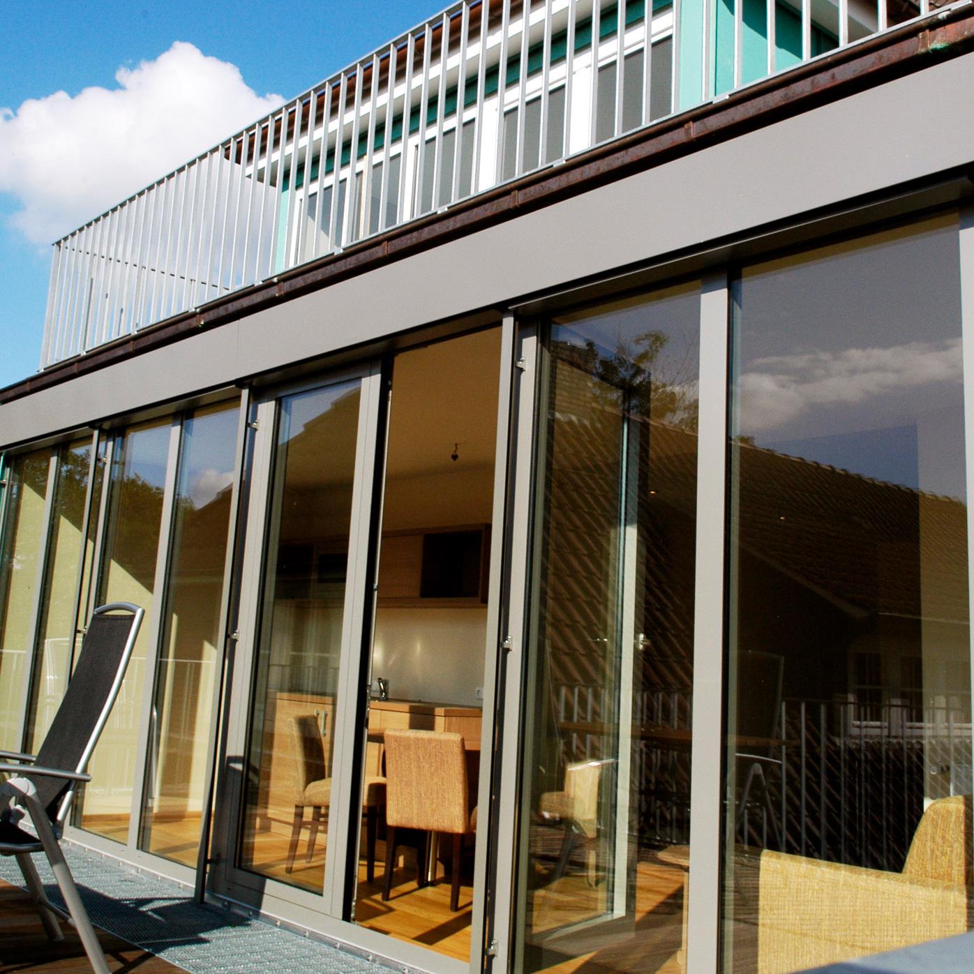 Von der Juniorsuite aus gelangen Sie direkt zu Ihrem eigenen Balkon mit Seeblick