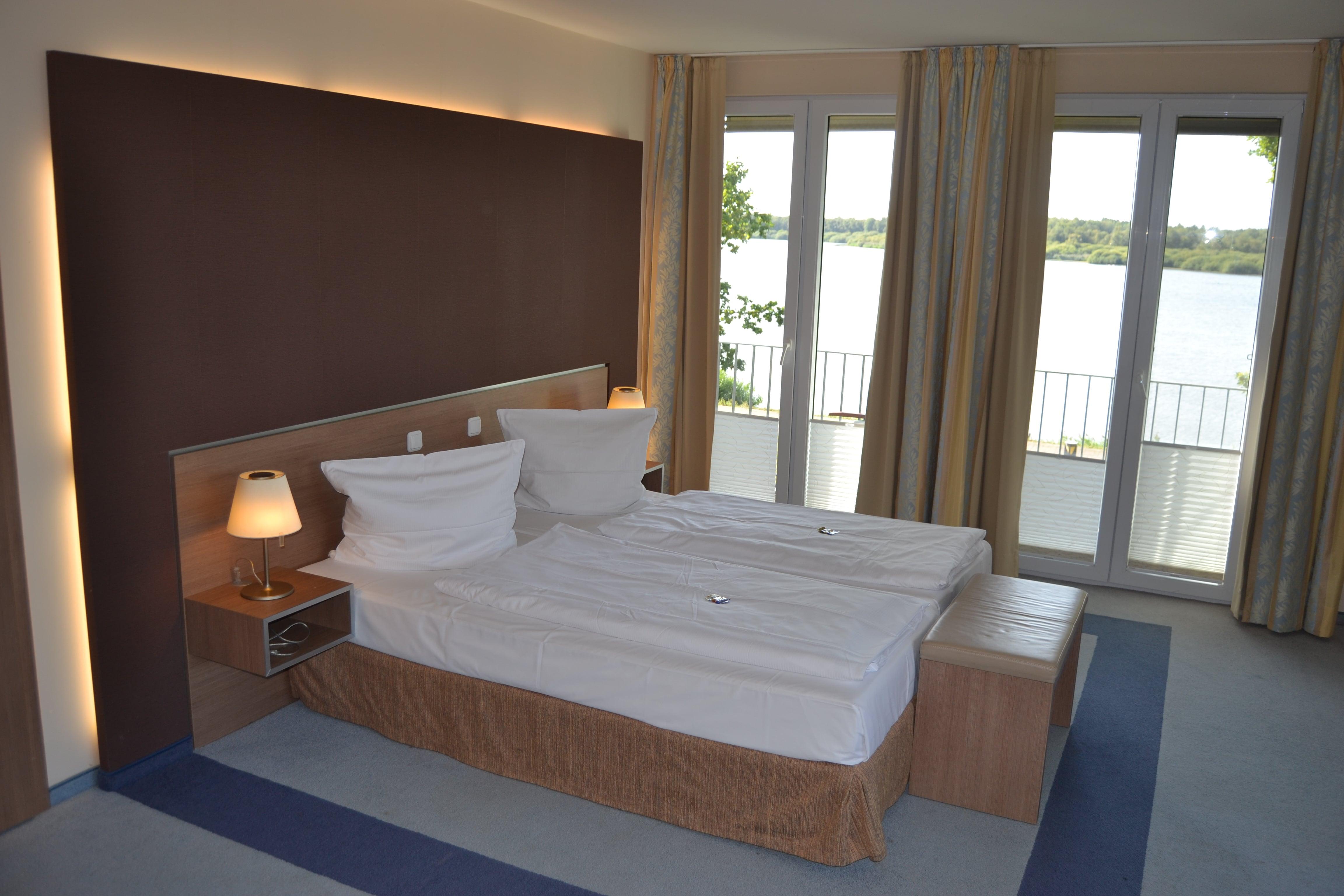 Unsere Ecksuite - Schlafbereich mit Seeblick