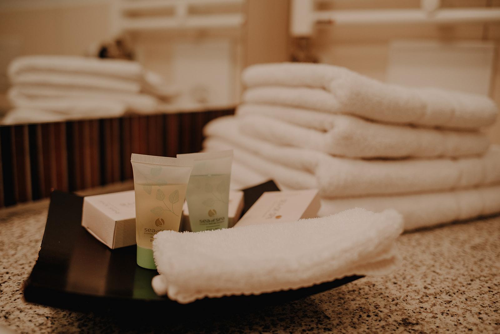 Handtücher und kostenfreie Pflegeprodukte