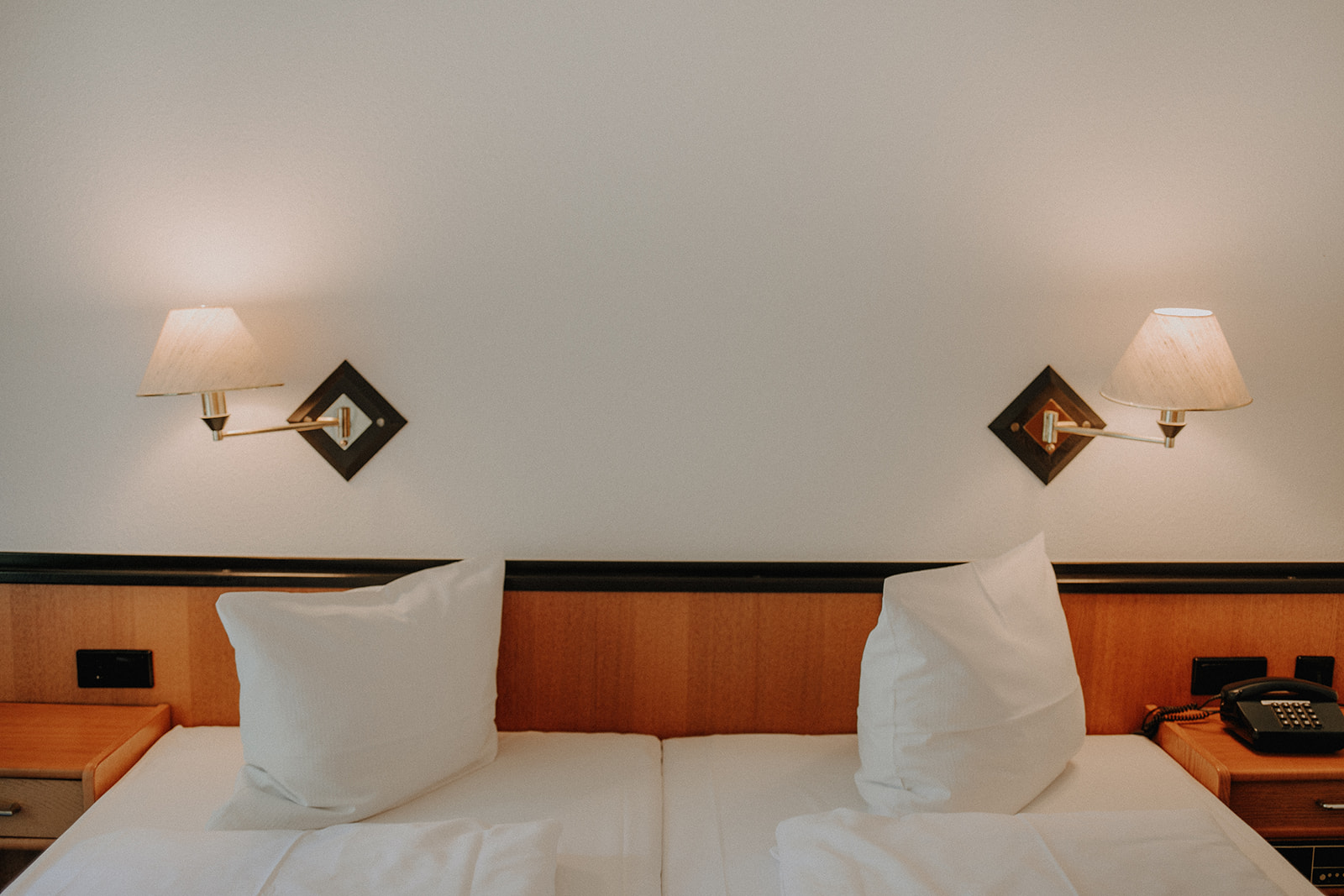 Komfort-Zimmer Blick auf das Bett